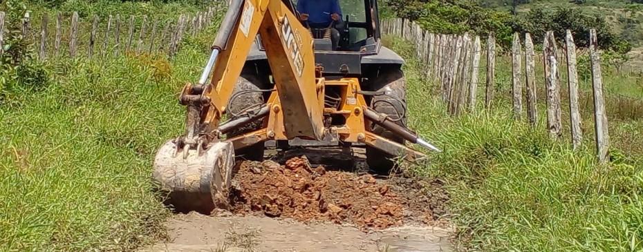 Prefeitura de Chã Preta intensifica manutenção nas estradas rurais do município