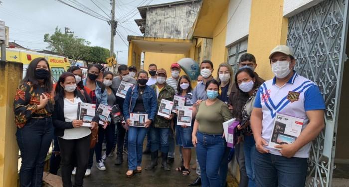 Prefeitura entrega tablets para agentes comunitários de Saúde.